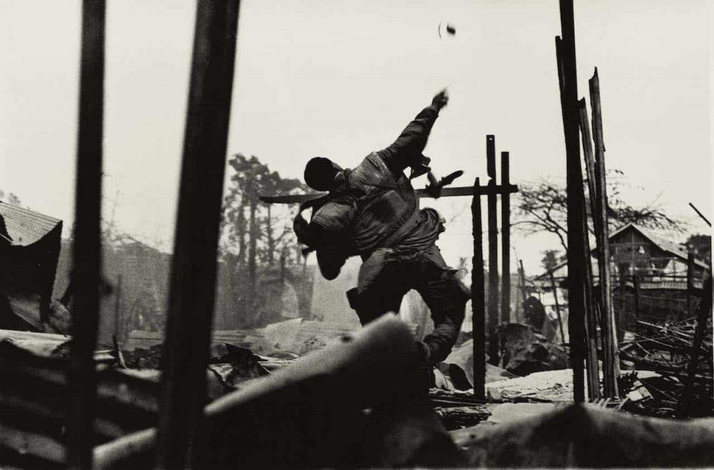 Don McCullin Grenade Vietnam