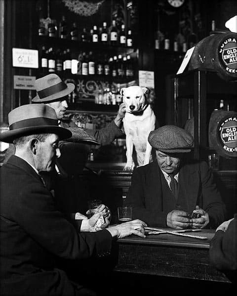 Domino Players in Pub